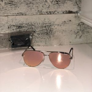 Quay Australia Accessories - Quay / Desi High key sunglasses gold / pink